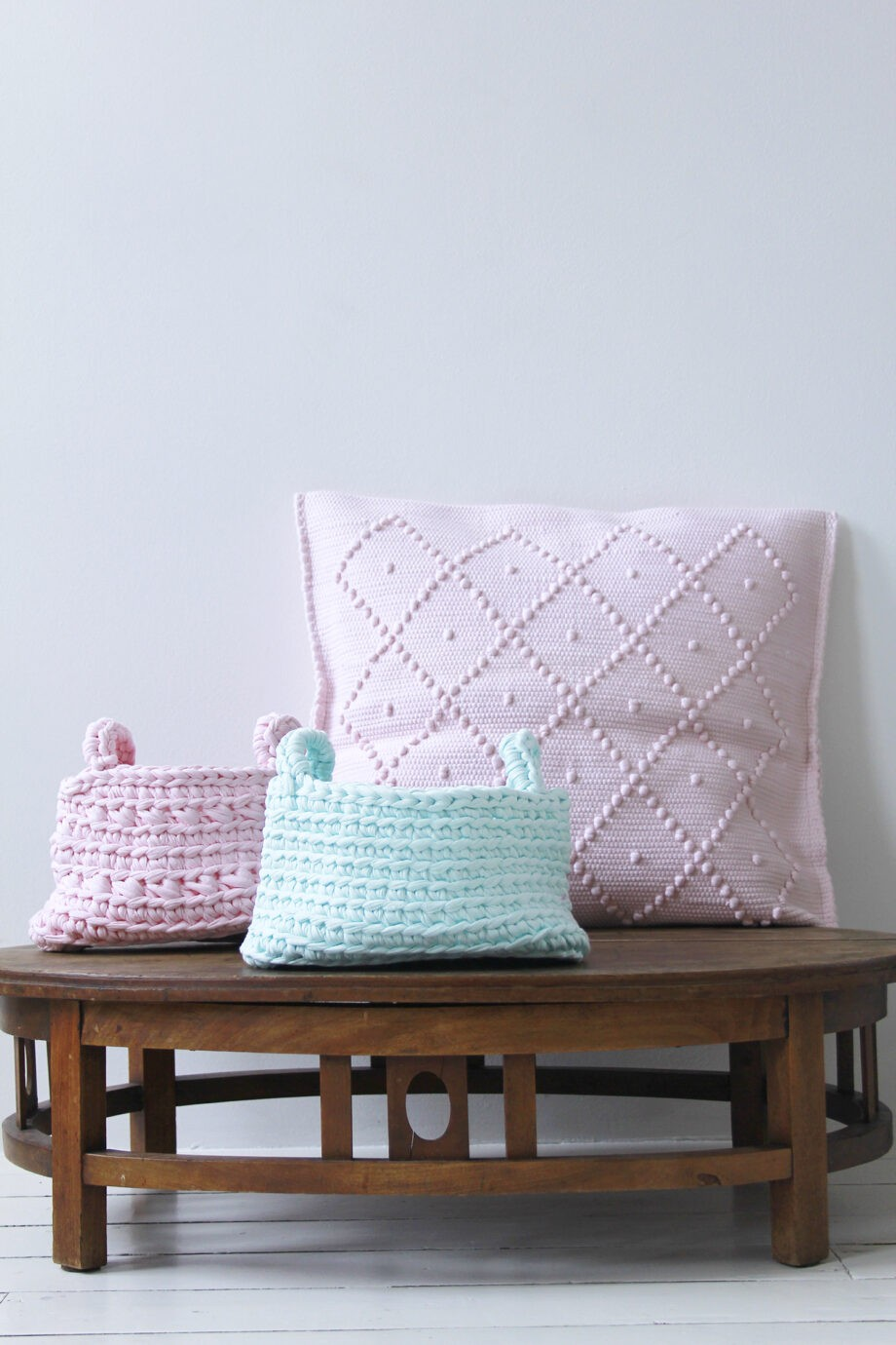 Styling candy crush cushion baby pink